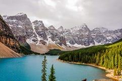 阳光补丁在湖冰碛,加拿大的 免版税图库摄影