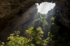 阳光通过一个洞孔在泰国 图库摄影