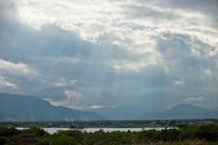 阳光通过云彩倾吐在越南 免版税库存图片