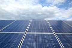 阳光闪烁太阳电池板 免版税库存图片