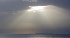 阳光轴,米科诺斯,希腊 图库摄影