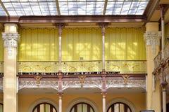 阳台和栏杆内部邮局在a的彼得斯堡 免版税图库摄影