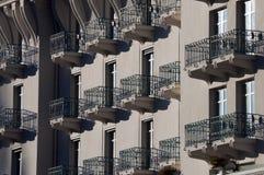阳台大厦门面法语 免版税库存照片