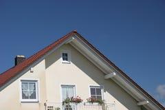 阳台山墙房子 免版税库存照片