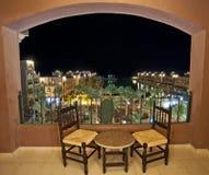 阳台旅馆晚的房间海运视图 库存图片