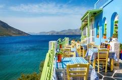 阳台的典型的希腊餐馆,希腊 库存图片