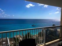 从阳台的海视图 免版税库存照片