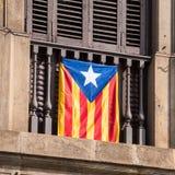 阳台的看法有旗子的 在独立的公民投票,巴塞罗那, Catalunya,西班牙 特写镜头 免版税库存图片