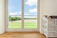 阳台窗口在村庄房子里 免版税库存图片