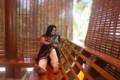 阳台美丽的女孩印第安本质注意 库存照片