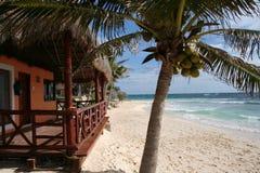 阳台运货马车的车夫del墨西哥palapa playa 免版税库存照片