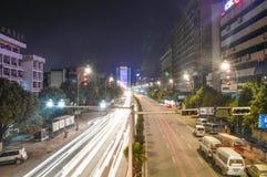 贵阳市在晚上 库存照片