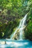 阳明山国家公园国家公园肖Yintang瀑布有乳状冷的春天和阳光的在晴天,射击在台北,台湾 库存图片
