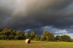 阴云密布-在雨之前 库存图片