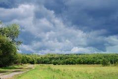 阴沉的天空雷暴 免版税库存照片
