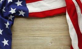 阵亡将士纪念日或退伍军人` s天背景的美国国旗 免版税库存图片