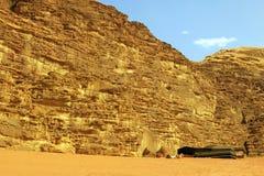 阵营和帐篷在约旦的沙漠 免版税图库摄影