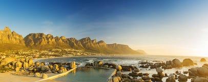 阵营海湾日落全景在南非 免版税库存照片