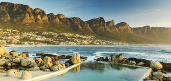 阵营海湾日落全景在南非 库存图片