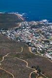 阵营海湾从桌山的海岸线视图 库存图片