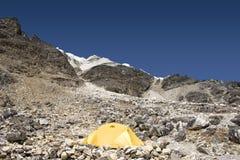 阵营高海岛尼泊尔峰顶 免版税库存照片