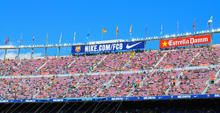 阵营Nou体育场的人们在西班牙足球甲级联赛之前配比在巴塞罗那足球俱乐部和赫塔费锎之间 免版税库存图片