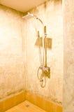 阵雨在卫生间里 免版税库存照片
