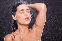 性感的妇女阵雨 库存图片
