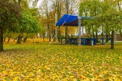 阶段在秋季公园在小波兰城市 免版税库存图片