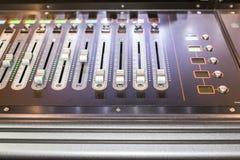 阶段控制器的大组与屏幕的 库存图片