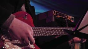 阶段的吉他演奏员 股票录像
