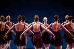 阶段的舞蹈演员 免版税库存照片