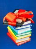 阻塞的书电子阅读程序红色丝带 库存照片