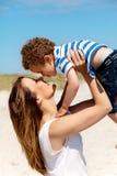 阻止她的儿子的妈妈 免版税图库摄影