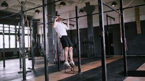 阻止锻炼在健身房或办公室初学者和中间体的 股票录像