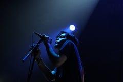 阿伦Palomo,霓虹印地安人,从Denton,得克萨斯的制片者电子带的歌手,执行在圣米格尔火山Primavera声音节日 库存照片
