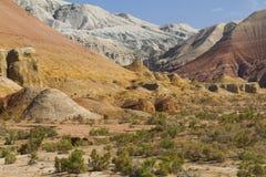 阿克套山在Altyn-Emel国家公园,中亚,哈萨克斯坦 库存图片