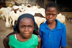 阿克拉,加纳ï ¿ ½ 3月18日:招呼未认出的非洲的孩子和 库存照片