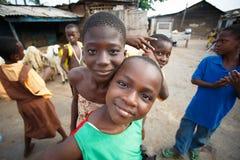 阿克拉,加纳ï ¿ ½ 3月18日:未认出的非洲男孩招呼对t 免版税库存照片