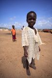 阿克拉,加纳ï ¿ ½ 3月18日:未认出的非洲男孩招呼对t 免版税图库摄影