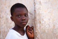 阿克拉,加纳ï ¿ ½ 3月18日:未认出的年轻非洲女孩姿势 免版税库存图片