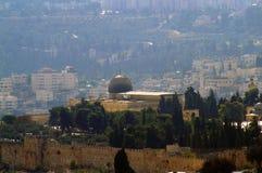阿克萨清真寺在耶路撒冷背景中  免版税库存照片