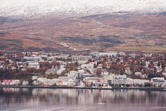 阿克雷里,冰岛- 2014年10月19日:阿克雷里市都市风景在冰岛 免版税库存图片