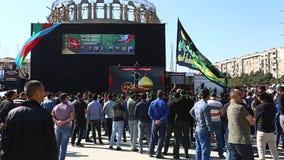 阿兹里人人群聚集在一次严肃游行参与纪念侯赛因殉教  影视素材