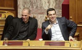 阿列克西斯・齐普拉斯与大藏大臣Yanis Varoufakis谈话 免版税图库摄影