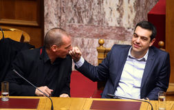 阿列克西斯・齐普拉斯与大藏大臣Yanis Varoufakis谈话 库存照片