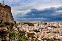 阿利坎特看法从圣塔巴巴拉城堡的在一风暴日 免版税图库摄影