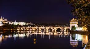 阿勒夫桥梁在平衡的布拉格 免版税库存图片