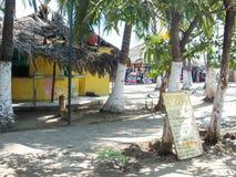 阿卡普尔科海滩的餐馆 库存图片