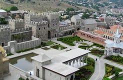 阿哈尔齐赫镇堡垒在乔治亚在一多云天 免版税库存图片